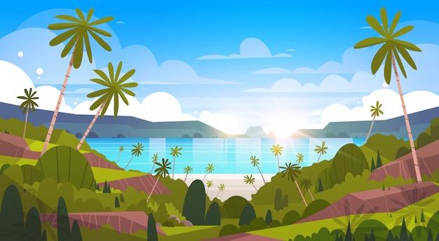 Schöner küsten-landschaftssommer-strand mit palme-exotischer erholungsort-ansicht