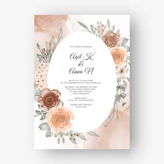 Schöner rosenrahmenhintergrund für hochzeitseinladung mit beige weicher pastellfarbe