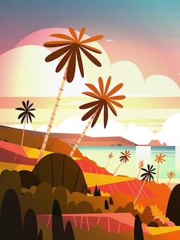 Schöner sonnenuntergang auf ozean, tropischer landschaftssommer-küsten-strand mit palme