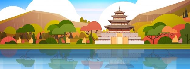 Schöner südkorea-landschaftstraditioneller palast oder tempel über gebirgskoreanischer berühmter markstein-ansicht