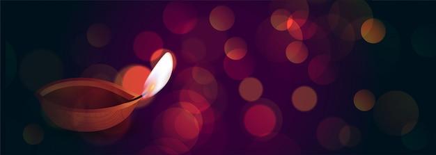 Schönes diwali diya auf bokeh beleuchtet fahne