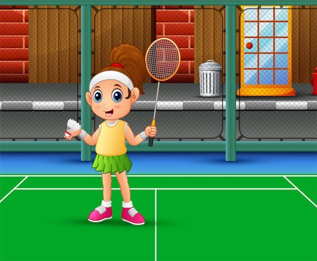 Schönes mädchen, das badminton am gericht spielt