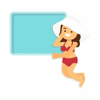 Schönes mädchen im bikini mit swimmingpoolrahmen und copyspace. sommerferien