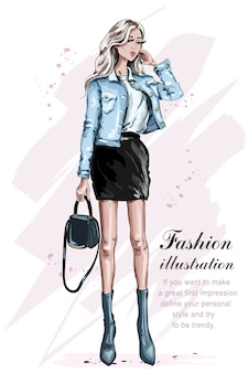 Schönes mode-mädchen mit tasche