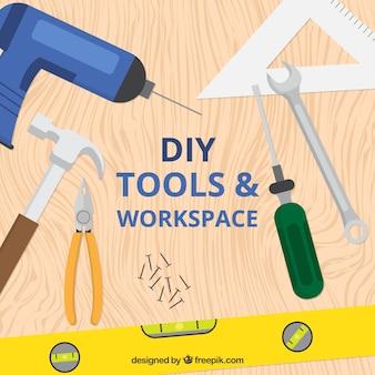 Schreibtisch mit holzbearbeitungswerkzeuge
