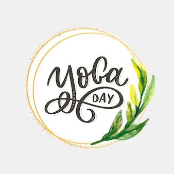 Schriftzug yoga. hintergrund internationaler yoga tag. für plakate, t-shirts, taschen. yoga typografie. vektorelemente für etiketten, logos, symbole, abzeichen.
