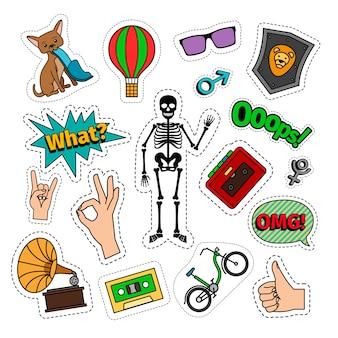 Schrullige bunte retro artaufkleber mit skelett, fahrrad, katze, luftballon und handzeichen.