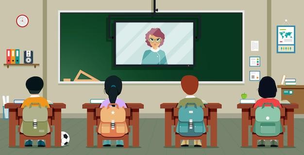 Schüler lernen von lehrern, die über das fernsehen unterrichten