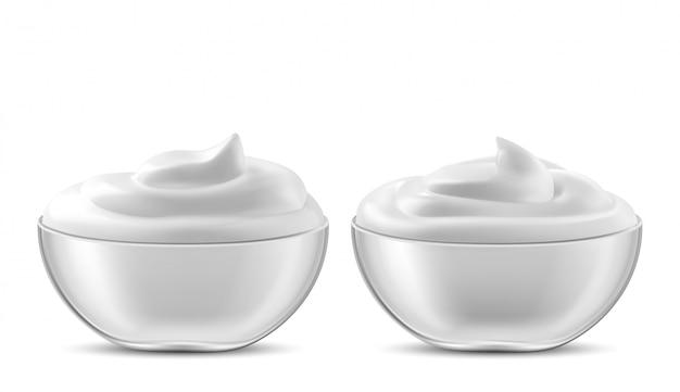 Schüssel mit sauce, sahne. mayonnaise oder joghurt