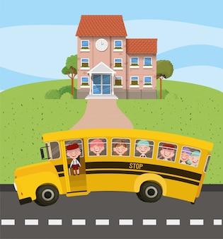 Schulgebäude und bus mit kindern in der straßenszene