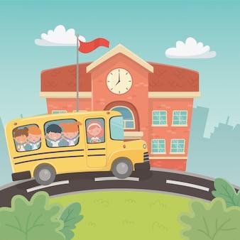 Schulgebäude und bus mit kindern in der szene