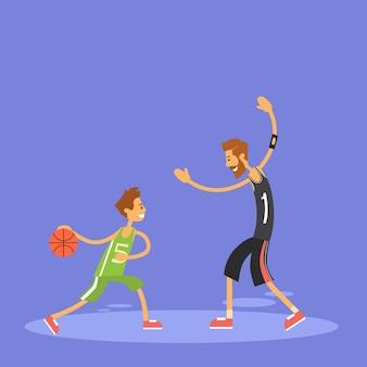 Schuljunge, der basketball-sport-spiel spielt