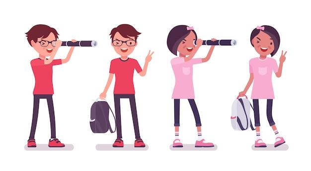 Schuljunge, mädchen mit einem fernglas, v-geste. süße kleinkinder mit rucksack, aktive junge freundeskinder, smarte grundschüler im alter von 7, 9 jahren. vektor-flache cartoon-illustration