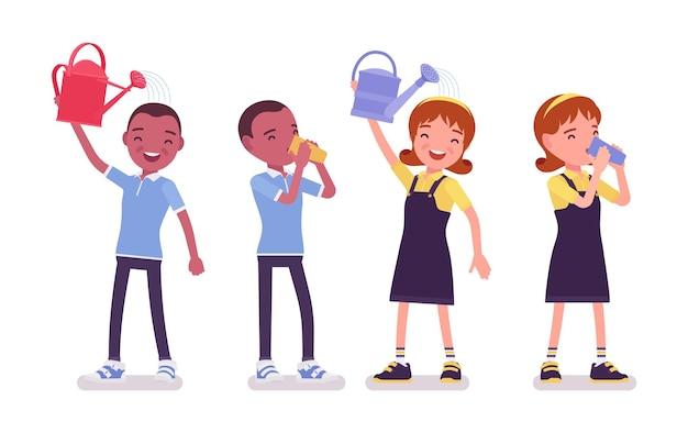 Schuljunge und -mädchen, die spaß haben, gießkanne, trinken. süße kleine kinder nach dem studium, aktive junge kinder, kluge grundschüler im alter von 7, 9 jahren. vektor-flache cartoon-illustration