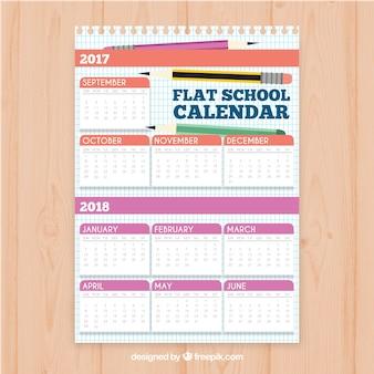 Schulkalender mit verschiedenen bleistiften