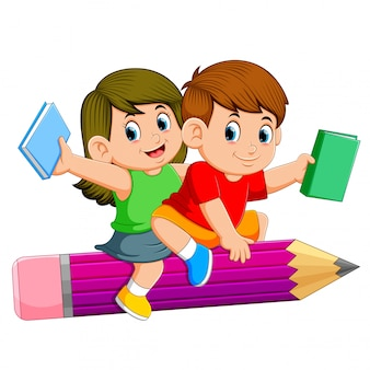 Schulkinder, die einen bleistift reiten