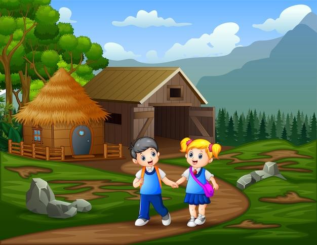 Schulkinder gehen an einer viehfarm vorbei