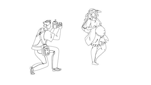 Schwangere frau, die foto-fotograf schwarze linie bleistiftzeichnung vektor macht. mann mit digitalkamera und shooting schwangerschaft junges mädchen. charaktere fotografieren, bilder auf gadget-illustration aufnehmen