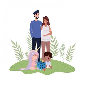 Schwangere frau mit ehemann und baby