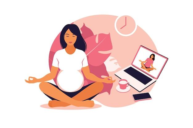 Schwangere praktizieren yoga und meditation online. wellness und gesunder lebensstil in der schwangerschaft.