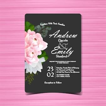 Schwarze blumenhochzeits-einladung mit schöner rosa pfingstrose