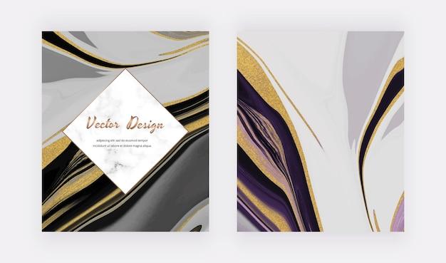 Schwarze flüssige tinte mit goldenen glitzerkarten und marmorrahmen.