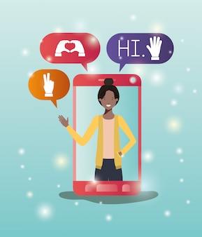 Schwarze frau im smartphone mit social media-blasen