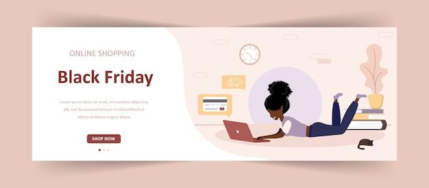 Schwarzer freitag verkauf. frau mit laptop-shop in einem online-shop.