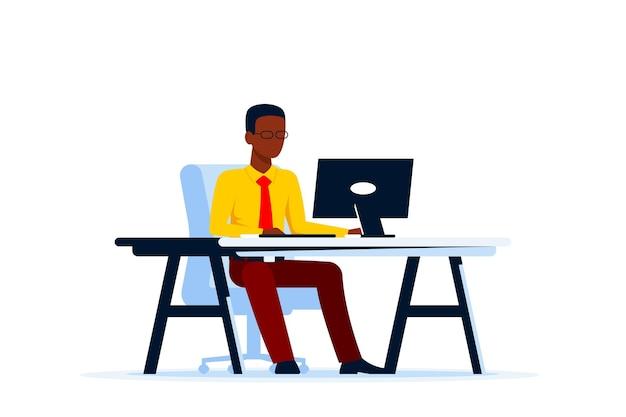 Schwarzer geschäftsmann, der am computer am schreibtisch arbeitet. flacher stil.