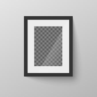 Schwarzer leerer bilderrahmen mit transparentem platz für foto auf grauer wand