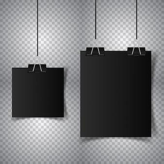 Schwarzes plakat, das mit mappe hängt