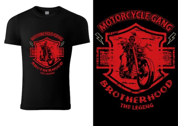 Schwarzes t-shirt mit motorradfahrer