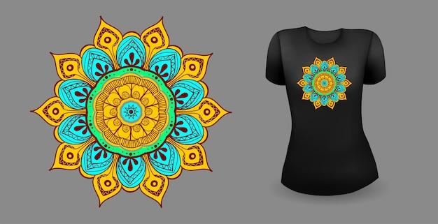 Schwarzes weibliches t-shirt mit mandala-vektor