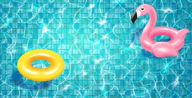 Schwimmbad mit schwimmendem realistischem schwimmring, blauem wasser, wellen und highlights.