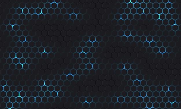 Sechseckiger hintergrund der dunkelgrauen und blauen technologie mit blauer heller energieblitze unter sechseck.