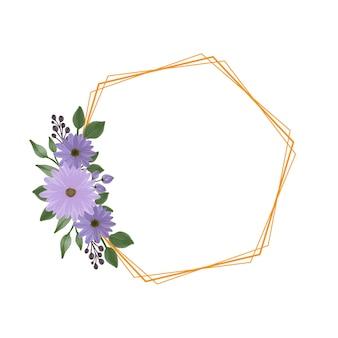 Sechseckiger rahmen mit lila gänseblümchenstrauß für hochzeitskarte