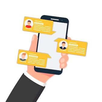 Sehen sie sich die reden der bewertungsblase auf dem mobiltelefon an. überprüfen sie die reden der bewertungsblase. überprüfen sie, feedback, bewertungsblasenrede auf dem smartphone. benachrichtigungen, feedback Premium Vektoren