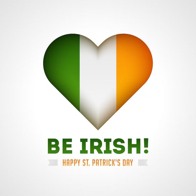 Sei irisch! glücklich st. patricks tageskarte mit glänzendem herzen in irland flaggenfarbe auf weiß