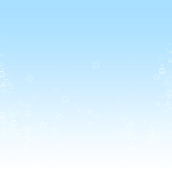 Seifenblasen weihnachtshintergrund. subtile fliegende schneeflocken und sterne auf winterhimmelhintergrund. authentische winter-silber-schneeflocken-overlay-vorlage. trendige vektorillustration.