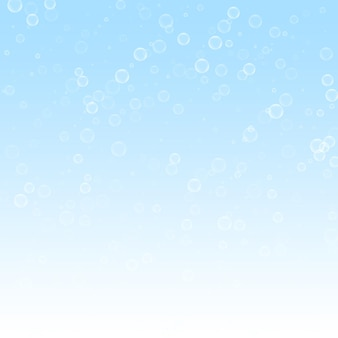 Seifenblasen weihnachtshintergrund. subtile fliegende schneeflocken und sterne auf winterhimmelhintergrund. fantastische winter-silber-schneeflocken-overlay-vorlage. außergewöhnliche vektorillustration.
