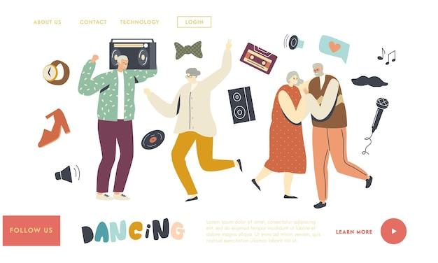 Senior charaktere tanzen landing page vorlage. . ältere leute, die zu hause party haben. aktiver lebensstil, alte männer und frauen in freundschaftsbeziehungen verbringen zeit miteinander, freizeit. lineare vektorillustration