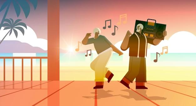 Senior-familie mit bass-clipping-blaster-recorder tanzen und singen afroamerikanische großeltern, die spaß haben aktives alterskonzept in voller länge seelandschaft hintergrund horizontale vektorillustration
