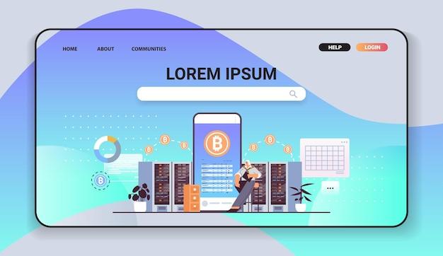 Senior geschäftsmann kauft oder verkauft bitcoins auf smartphone online-geldtransfer internet-zahlung kryptowährung blockchain-konzept horizontale vektorillustration in voller länge