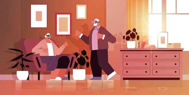 Seniorenpaar mit vr-headset-großeltern in digitaler brille, die interaktive dienste der virtuellen realität erkunden aktives alterskonzept, wohnzimmerinnenraum horizontale vektorillustration