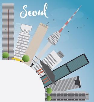 Seoul-skyline mit grauem gebäude, blauem himmel und kopienraum