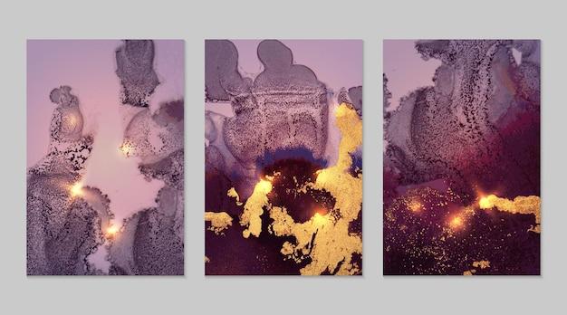 Set aus abstrakten dunkelvioletten und goldenen hintergründen mit marmorstruktur und glänzendem glitzer