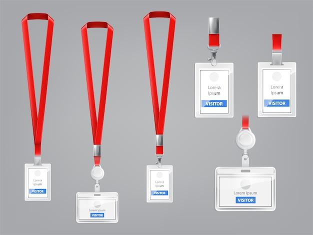 Set aus realistischen plastikabzeichen, halter mit metallclips und roten lanyards