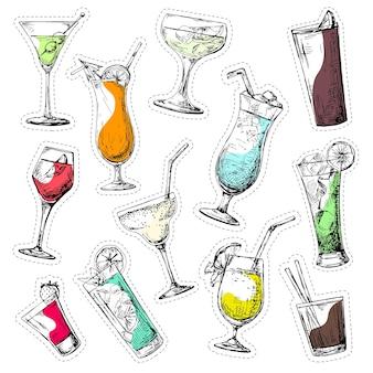 Set aus verschiedenen gläsern, verschiedenen cocktails