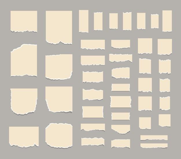 Set aus zerrissenen weißen blättern aus papier, notizzettel oder notizzettel, die klebezettel zerreißen