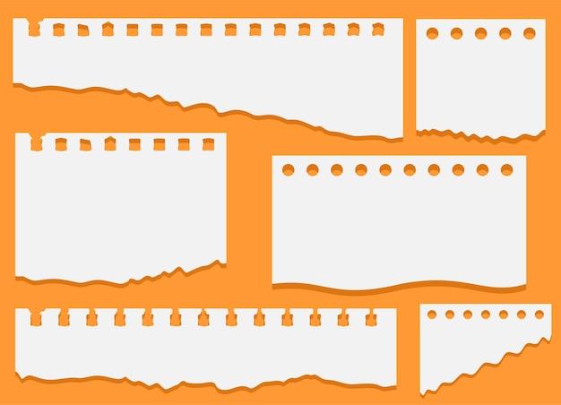 Set aus zerrissenen weißen notizblockpapierstücken
